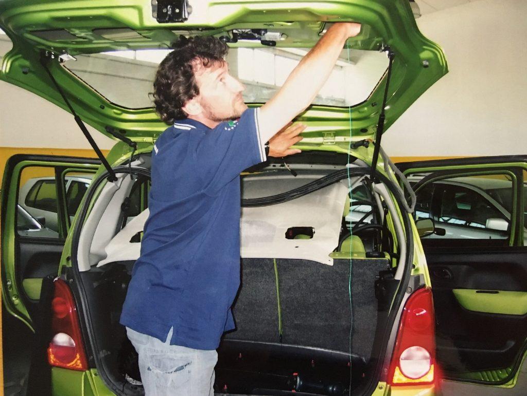 Smontaggio auto, uno dei nostri servizi come levabolli