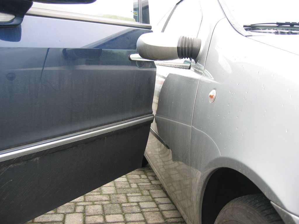 Quante volte la vostra auto riceve danni da sportellate in un parcheggio?
