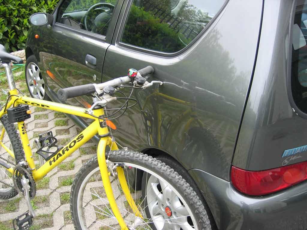 Il traffico in città può provocare piccole ammaccature alla vostra auto